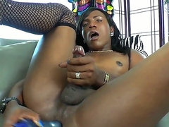 Black despondent shemale Savanna Summers freaking her wet pussy apropos a dildo bagatelle feeling nice.